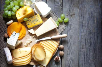 Tabla de quesos. Imagen vía: Shutterstock