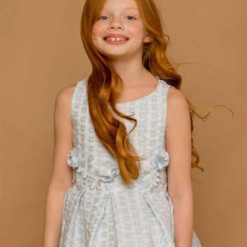 Vestido tonos blanco y azul con detalle en la cintura. Credits: Jolie Minicouture