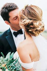 Fryzury ślubna: włosy spięte 2017