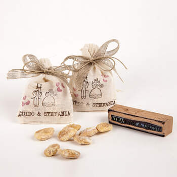 Bolsa de yute con almendras- Compra en The Wedding Shop