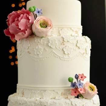 Bolo com flores de açúcar. Bolo: Vintage Cake Company