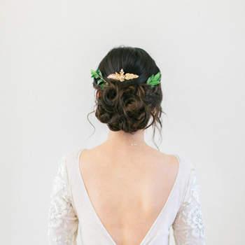 Pentado para noiva com cabelo preso | Foto: Sophie Kawalek Photography