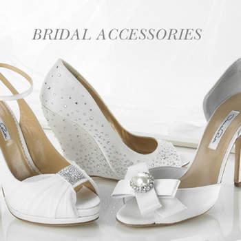 Des modèles d'escarpins et de sandales Oscar de la Renta 2012.