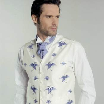 Vêtements habillés, actuels, originaux et sophistiqués telles sont les caractéristiques des tenues de cérémonie Beral.