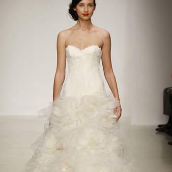 Vestido de novia con falda en capas de tela de organza, escote en corazón
