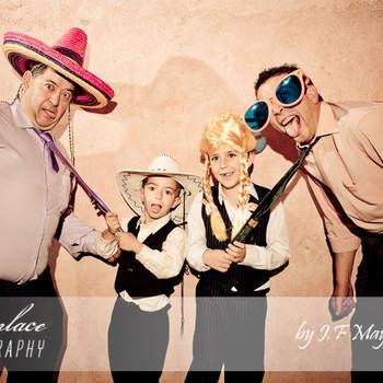 Con un par de gorros y unas gafas gigantes, esta sesión de fotos se puede convertir en una de las mayores atracciones de la fiesta. Foto: JF Mayoral. Photoenlace