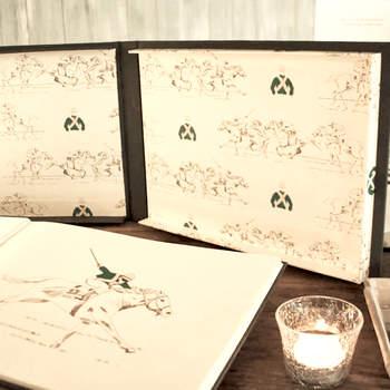 Livro de assinaturas com ilustrações. Credits: Silvia Gali