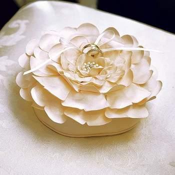 Portafedi a forma di fiore