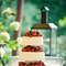 """Bellissima wedding cake con frutta fresca e lavorazioni con effetto """"intarsiato"""""""