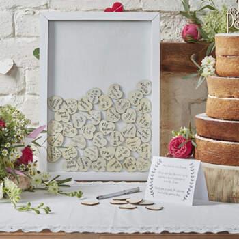 Libro de firmas Marco con corazones de madera  - Compra en The Wedding Shop