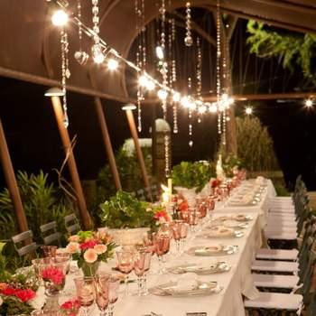 Además, te ofrece una cuidada gastronomía con cocina tradicional y unos espacios interiores y exteriores perfectamente acondicionados para la ocasión.