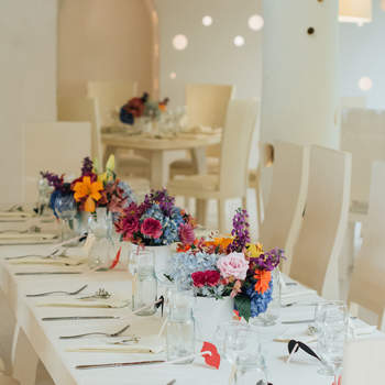 Decoración con flores coloridas: ¡Ponle diversión a tu boda!