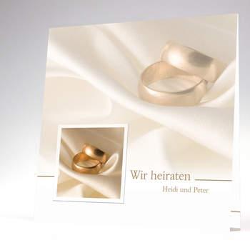 """<a> title=""""Hochzeitskarte mit schönen Aufnahmen von Ringen"""" href=""""http://www.cardbycard.de/Hochzeitskarte-in-goldenen-warmen-Farbtoenen,detail,1111381050.html"""" target=""""_blank""""></a>"""