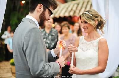 Casamento íntimo de Eliza & Victor: ao pôr do sol, com noiva chegando de barco e ecológico!