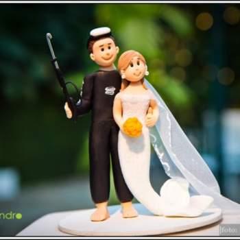 Lui subacqueo e lei sirena in questo romantico cake topper a tema marino