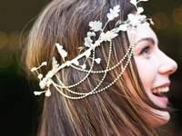 Flores de pelo para novias con coronas