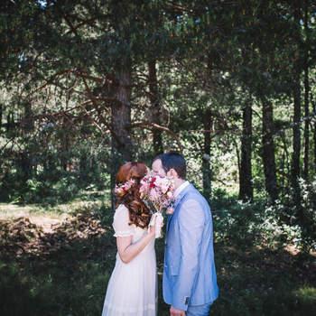 """""""En verano priman los colores vivos, las flores y ramos, en los vestidos y trajes de los invitados, y si la luz es lo más importante el color es fundamental en la fotografía"""".  Foto: The Creative Shot"""