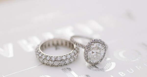 Las Piedras Preciosas Y Su Significado En El Anillo De Compromiso Uno de los anillos de compromiso más caros del mundo cuesta alrededor de 8 millones de dólares, con un peso de 15 quilates. su significado en el anillo de compromiso