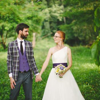 Ein Hochzeitstag ist für mich eine ganz persönliche und individuelle Geschichte. Voller Highlights und magischer Momente. Hochzeitsreportagen erzählen visuelle Geschichten und halten diese für immer fest. Ich mag die Momente voller Aufregung und Emotionen, wo eine Frau zur bezauberndsten Braut wird, wo Tränen fließen und wenn Feste zelebriert werden. In diesen Momenten weißt ich warum ich gerne Hochzeitsreportagen fotografiere. Als Hochzeitsfotograf bin ich Ihr stiller Beobachter und Ihr persönlicher Geschichtenerzähler mit der Fähigkeit Ihre unvergesslichen Momente zu dokumentieren und zu einer Geschichte verschmelzen zu lassen. Aus langer Erfahrung weiß ich welche Momente eine bewegende Geschichte braucht. Eine Hochzeitsreportage ist eine Investition an sich selbst, in Ihre visuelle Erinnerung an den Tag, an dem Sie beschlossen füreinander dazusein. Ihre Hochzeitsreportage schreibt das Kapitel Ihres neuen gemeinsamen Lebens. Denn ist die Torte aufgegessen, der DJ nicht mehr da und der nächste Morgen gekommen, ist alles was bleibt die Erinnerung, mit Fotos.