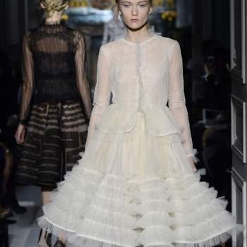 Valentino apuesta por la falda con amplio vuelo y varias capas de tul en este modelo con el que  no pasarás desapercibida. Foto: Valentino.
