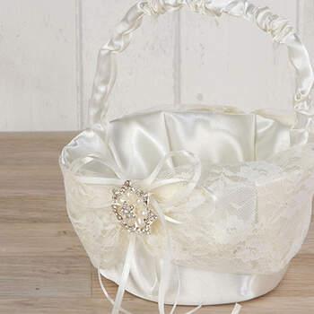 Foto: Cesta pétalos con broche de perlas