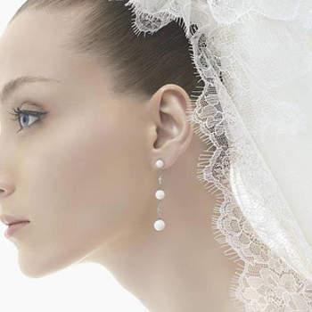 Orecchini pendenti con diamanti e perle