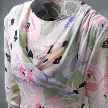 Joli détail de cette robe au ton pastel. Photo : Balenciaga