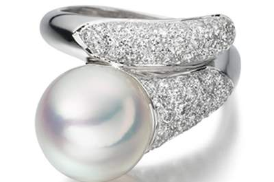 Pretty Pearl Engagement Rings: A Symbol of Harmony & Perfection