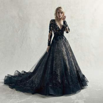 A breathtaking choice for the unconventional bride, this black wedding dress features contrasting layers of tulle, lace motifs, and Chantilly lace.