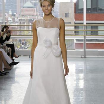 Vestido de novia sencillo, corte princesa con cinturón en moño adelante.