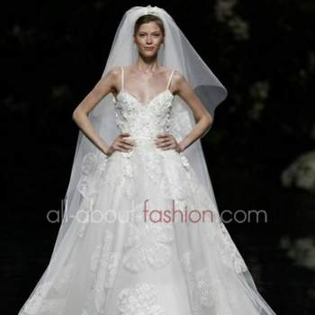 Robe de mariée 2013 Elie Saab pour Pronovias. Crédit photo: Pronovias