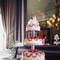 4 torte in ordine crescente con ornamenti color rosso