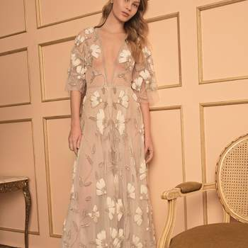 Photo : Printemps Mariage - Dana Harel, robe Lotus 7.100€