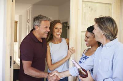 ¿Organizas tu primera cena en casa con invitados? ¡Así serán los mejores anfitriones!