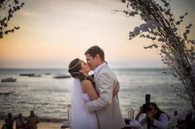 Casamento de Renata e Sigi: à beira mar e ao pôr do sol no Club La Plage, em Búzios