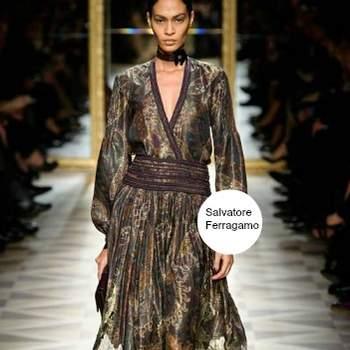 Abito in seta di Salvatore Ferragamo coi colori dell'autunno. Foto: www.ferragamo.com