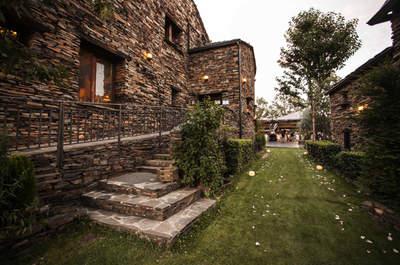 Ideas para una boda-escapada en la Ruta de Arquitectura Negra