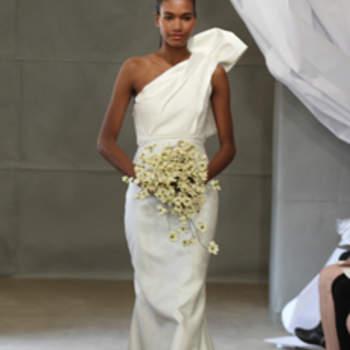 Ravissante robe de mariée Carolina Herrera 2013. Bretelle chic et raffinée.
