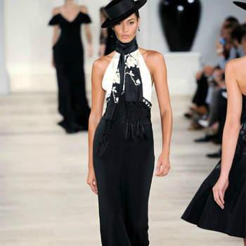 A colecção Ralph Lauren Primavera 2013 tem alma espanhola. Marcadamente monocromática, resgata os tons preto, vermelho e branco e os elementos característicos, como os folhos, os boleros, as flores e os chapéus, ao universo das touradas.