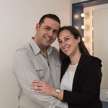 """Nádia Alves, de 34 anos, e João Carvalho, de 35, são dos Olivais e também casam a 12 de junho pelo civil. São ambos operadores de call center e dizem que """"Juntos vamos longe""""."""