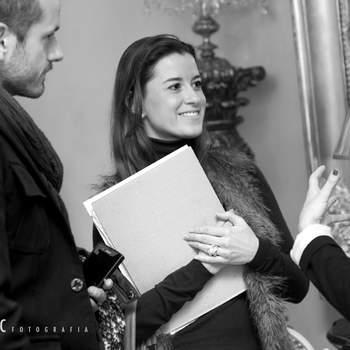 Los novios se mostraron muy interesados, planteando preguntas en todo momento. Foto: Belle Day. http://belleday.com/es/