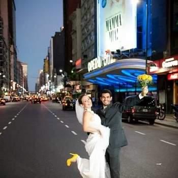 O Trash the Dress veio para ficar! A sessão de fotos feita depois do casamento, geralmente têm lugares inusitados como cenário! Sem se preocupar em estragar o vestido, as noivas aproveitam e se soltam. O resultado é lindo! Confira algumas ideias para a sessão!