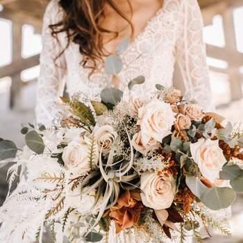 O estilo boho também combina com bouquets de noiva compostos por rosas | Créditos: Dear Pearl Flowers
