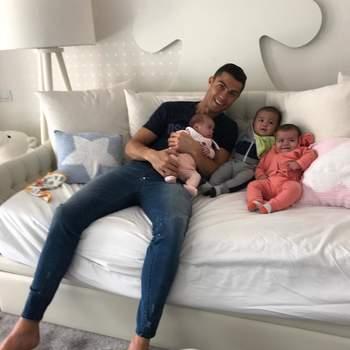 Cristiano Ronaldo foi pai a triplicar, pois antes de Alana nasceram os gémeos Eva e Mateo (com recurso a uma barriga de aluguer). Foto Instagram Cristiano Ronaldo