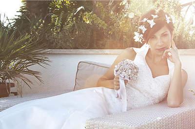 Vestido de novia de Just One Fit, tocado de Bibiana la Lía, y ramo de B de Blanca. Foto: Raúl Fuentes