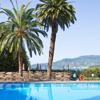 La piscina dell'albergo