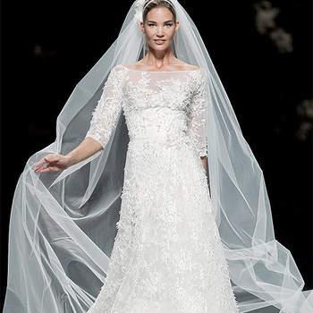 """Se você é fã de um vestido de noiva Pronovias, confira os modelos da coleção 2013. Já escolheu o seu?Foto: <a href=""""http://zankyou.9nl.de/oss2"""" target=""""_blank"""">Pronovias</a>"""