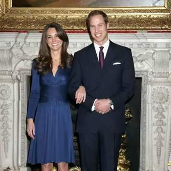 Per annunciare il fidanzamento con il suo principe, Kate sceglie un abito della stilista brasiliana Daniella Issa Helayel, del costo di 399 sterline. Andato esaurito in 24 ore.