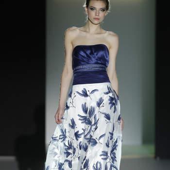 O azul escuro pode não ser a primeira cor que nos vem à cabeça quando pensamos em alta costura ou em tendências para as convidadas de casamentos 2013. Pois bem, dizem os especialistas que 'estilo nunca passa de moda'. Azul escuro é estilo.