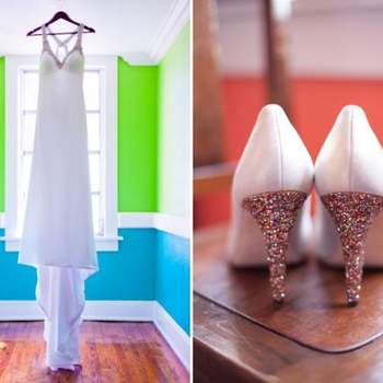 Vestido y zapatos de la novia con detalles brillantes.